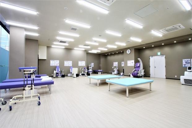 松尾整形外科クリニック様のリハビリ室内装 (1)